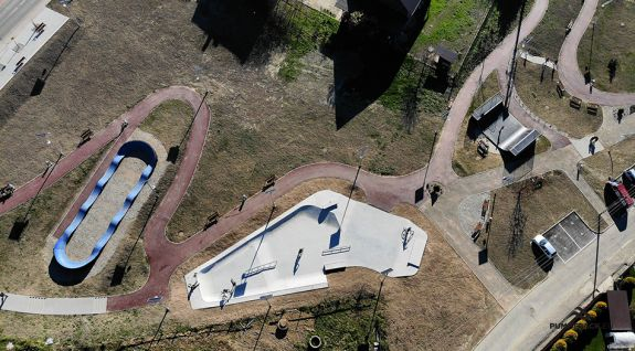 Parque de bicicletas o un pumptrack compuesto